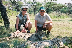 Hel and M with cheetah (3)